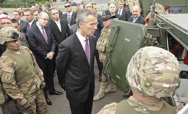 Naton pääsihteeri Jens Stoltenberg ei hyväksy Venäjän ilmatilaloukkauksia.