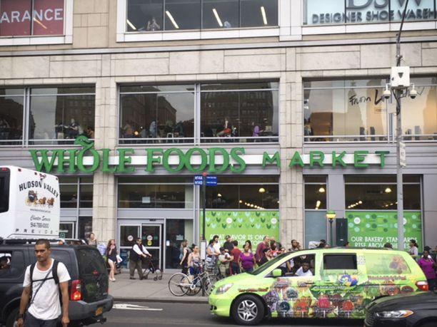 Whole Foods Marketin ostamalla Amazon saa kattavan myymäläverkoston ruokakaupalleen.