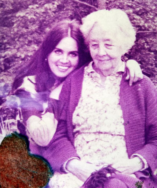 Liana Kaarinan mummo on hänen lapsuudensa tärkein henkilö.
