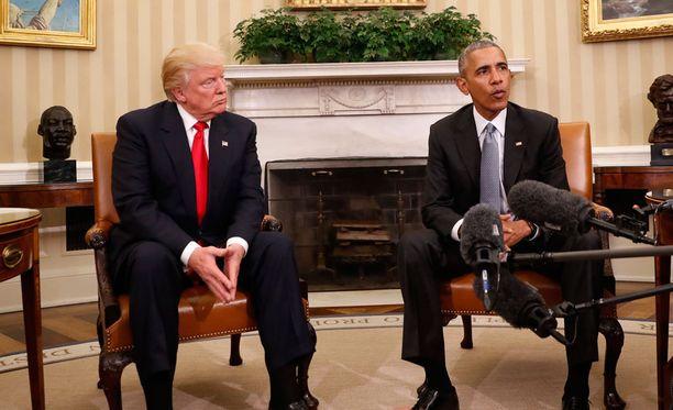 Donald Trump ja Barack Obama puhuivat vallanvaihdoksesta Valkoisessa talossa torstaina.