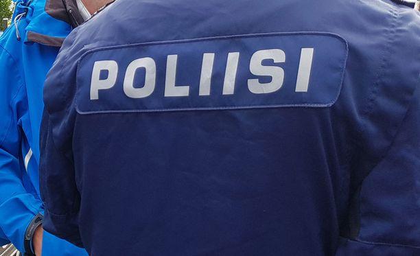 Noin 50 poliisia oli osallisena ryhmään, jossa käytiin myös epäasiallista keskustelua.