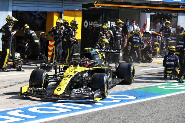 Renault jossittelee muiden tallien tavoin Monzan tapahtumia.