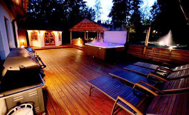 Vantaan Martinlaaksossa sijaitsevasta omakotitalossa on 12 huonetta.