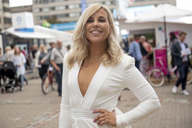 Krista Siegfrids tunnetaan esimerkiksi kappaleestaan Marry Me.