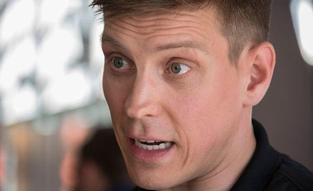 Antti Holma on tunnettu koomikko, näyttelijä ja kirjailija.