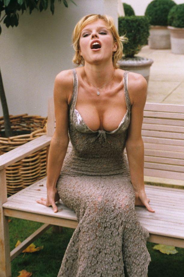Muodissa tapahtuvien syklien tapaan push-upit palannevat modernisoituna versiona, arvelee Agent Provocateurin luova johtaja. Kuvassa Wonderbran rintaliivien mainoskasvo, huippumalli Eva Herzigova vuonna 1996.