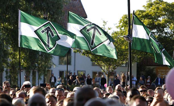 Pohjoismaisen vastarintaliikkeen liput liehuivat Almedalenin keskustelutapahtuma-alueella torstaina.