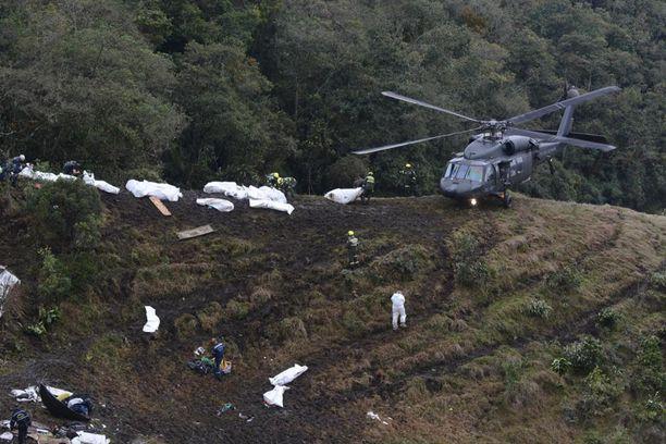 71 ihmistä kuoli, kun brasilialaisjoukkuetta kuljettanut kone syöksyi maahan Kolumbiassa maanantai-iltana.