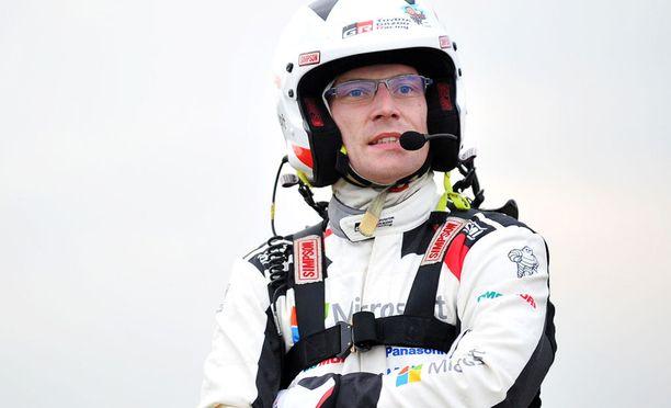 Jari-Matti Latvala on aloittanut perjantain kisapäivän ryminällä.
