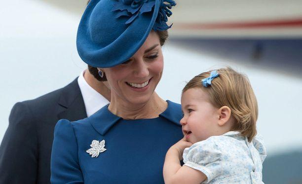 Herttuatar Catherine ja nuori prinsessa Charlotte.