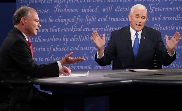 Yhdysvaltain varapresidenttiehdokkaat ovat demokraattien Tim Kaine (vas.) ja republikaanien Mike Pence.