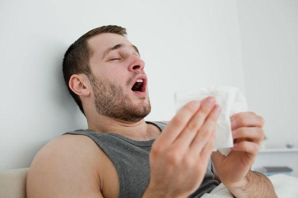 Inlfuenssatartunnan saanut henkilö voi tartuttaa jo päivää ennen oireiden alkua.
