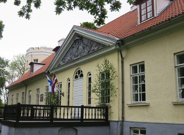 Mannerheimin omistamassa kartanossa toimii nykyään koulu. Rakennuksen yläkerrassa on Mannerheim-huone.