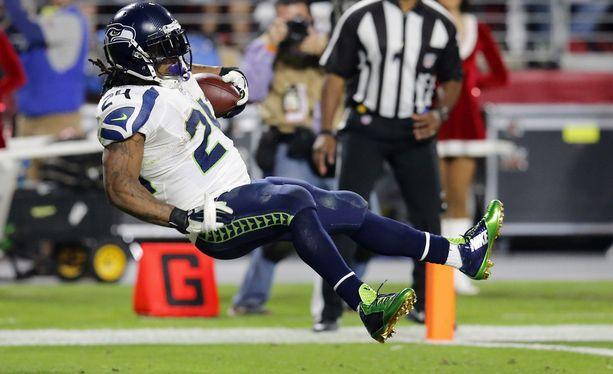 Seattle Seahawksin Marshawn Lynch vauhdissa viime viikon vierasottelussa Arizona Cardinalsia vastaan.