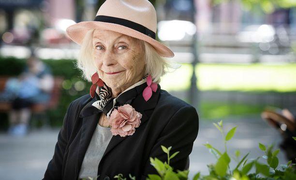 60 vuotta ammattinäyttelijänä työskennellyt Seela Sella on yksi Suomen tunnetuimmista näyttelijöistä.