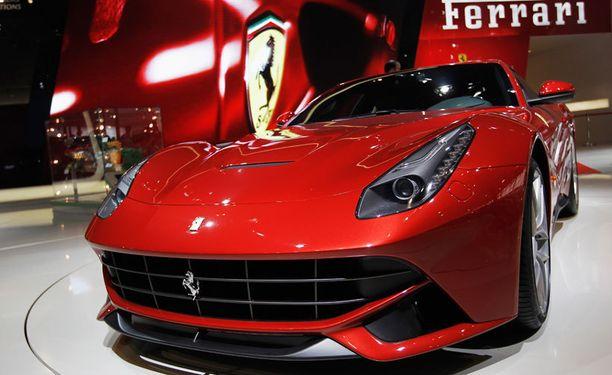 Ferrari esitteli F12 Berlinetta -mallin vuonna 2012. Kuvan auto ei ole Mario Balotellin.