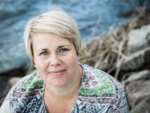 Salon kaupunginhallituksen puheenjohtaja Saija Karnisto-Toivonen on huolissaan erityisesti lapsista, joita ei kukaan kaipaa kotiin ja jotka uhkaavat ajautua päihteiden tielle.