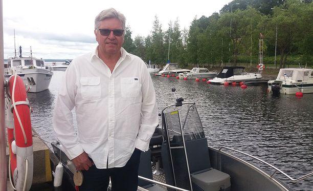 Markus Mattsson on tehnyt menestyksekkään yrittäjäuran sen jälkeen, kun lopetti jääkiekkoilun. Mies viettää 60-vuotisjuhliaan lähipiirin kanssa.