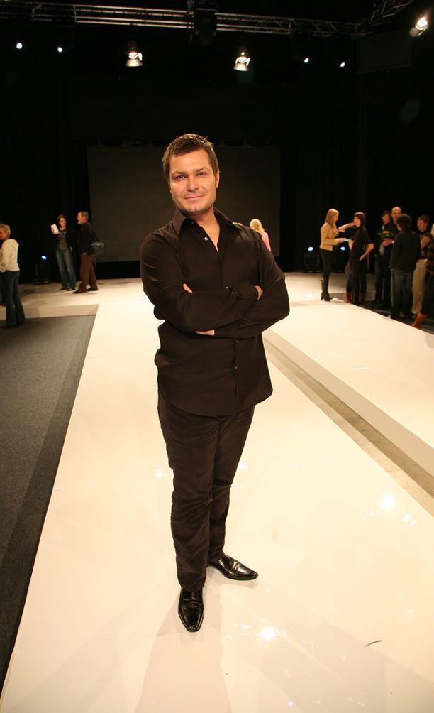 Riku Campo poseerasi vuonna 2006 Mallikoulu-ohjelman finaalissa.