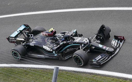 Kimi Räikkönen Valtteri Bottaksen järkyttävän epäonnen syypää? Mersu-pomolta mielenkiintoinen spekulaatio
