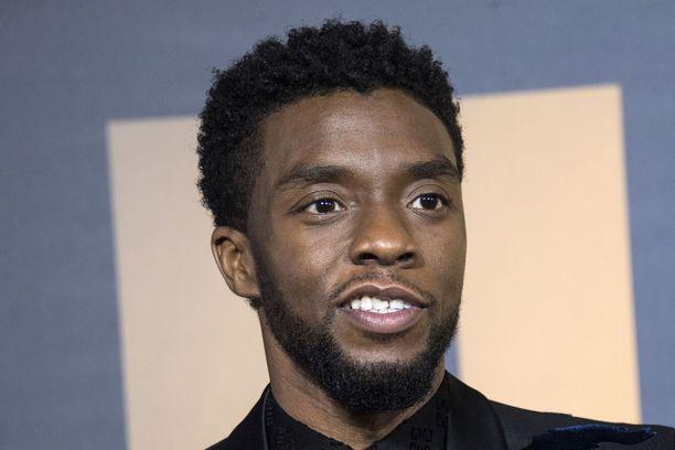 Chadwick Boseman menehtyi kotonaan perheensä läsnäollessa.