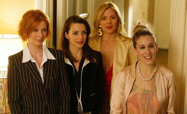 Miranda, Charlotte, Samantha ja Carrie muodostavat ikonisen neljän ystävyksen joukon, joka ottaa New Yorkin vauhdikkaasti haltuun.