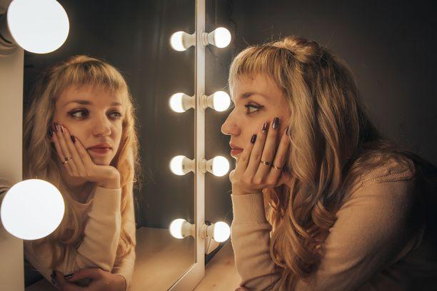 Peilit ovat kauhuelokuvien peruskalustoa, eikä ihme. Ihmisen aivot näkevät peilikuvissa vaikka mitä, kun hetki ja valaistus on oikea.