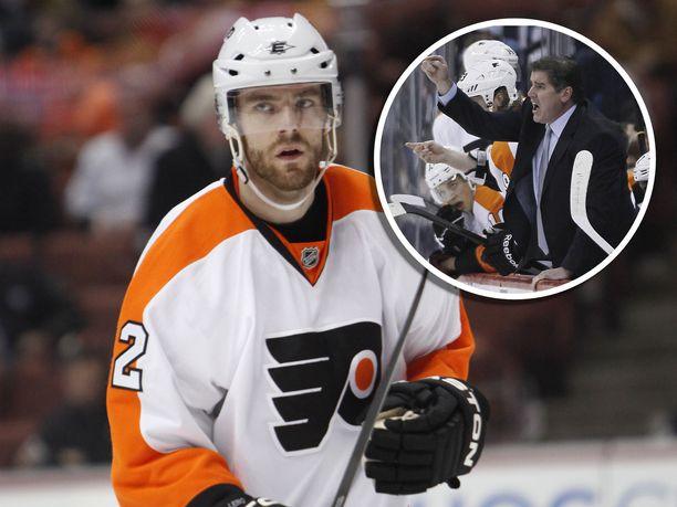 Ville Leino pelasi Peter Lavioletten alaisuudessa Philadelphia Flyersissä vuosina 2010–11.