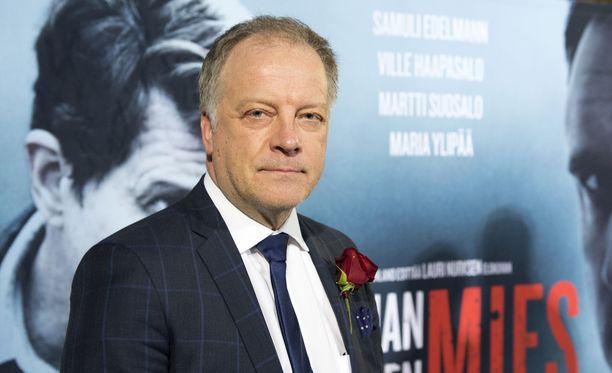 Matti Rönkä on uutisankkurin työnsä vuoksi luotettavan miehen maineessa. Hän on julkaissut myös kirjoja.