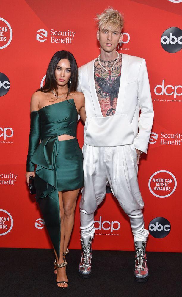 Megan Fox ja Machine Gun Kelly ovat näyttävä pari.