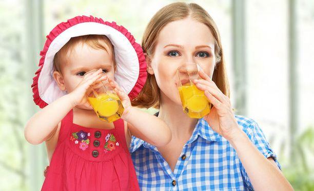 Hedelmämehuja tulee helposti juotua suuriakin määriä.