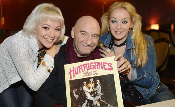 Remu ja musikaalin naistähdet Annika Eklund ja Päivi Lepistö. Musikaalissa soivat kaikki Hurriganes -hitit 1971 - 77 Get On-biisistä Only ja Hot Wheelsistä Bourbon Streetiin. Esityksen on käsikirjoittanut Katariina Leino.