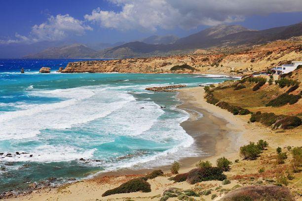 Agios Pavlosin rannalle ei ole mikään helpoin pääsy, mutta muun muassa näkymät ovat vaivan arvoiset.