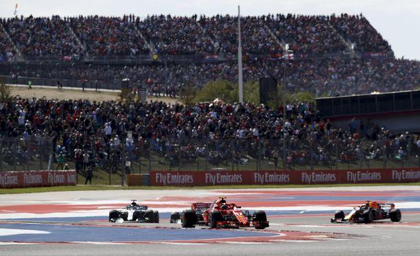 Kimi Räikkönen voitti Austinin osakilpailun. Kisan aikana lähetykseen eksyi ylimääräisiä ääniä.