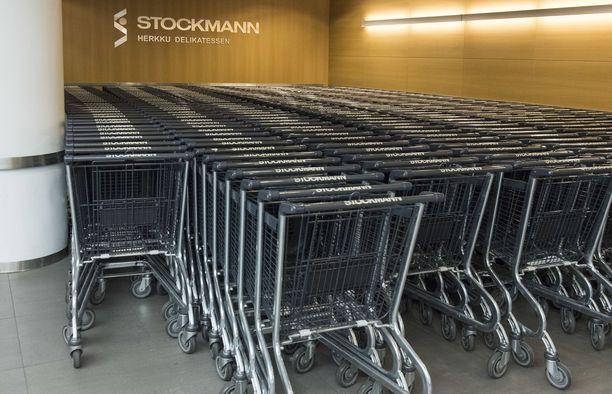 Stockmann aikoo lomauttaa kaikki työntekijänsä.