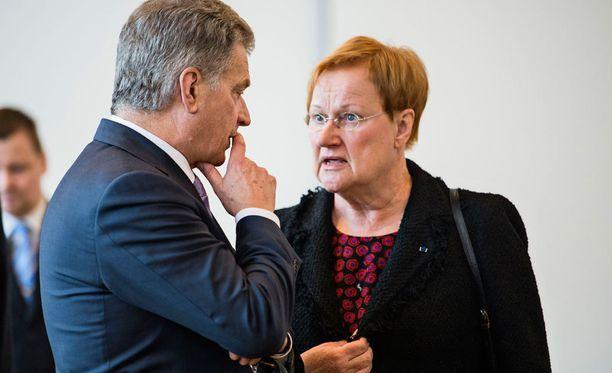 Tasavallan presidentti Sauli Niinistö ja presidentti Tarja Halonen valtiopäivien avajaisissa helmikuussa 2016.
