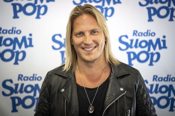Sami Kuronen tunnetaan esimerkiksi suositun Temptation Island Suomen juontajana.