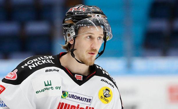 Niko Peltola kritisoi Ässien otteita, vaikka joukkue haki tärkeän vierasvoiton Tampereelta.