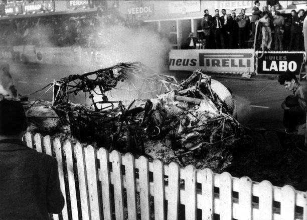Pierre Leveghin Mersu paloi kuin soihtu.