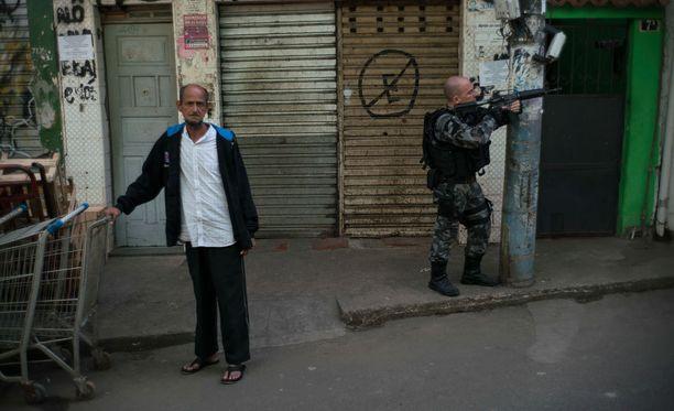 Human Rights Watchin tiedossa on useita tapauksia, joissa poliisit ovat tappaneet ihmisiä teloitustyyliin.