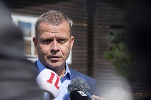 Suomen valtionvelka vähenee yllättäen tänä vuonna, kertoi valtiovarainministeri Petteri Orpo (kok) Helsingin Sanomien haastattelussa sunnuntaina.