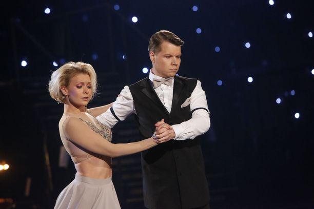 Kia Lehmuskosken ja Hannes Suomisen valssi upposi tuomaristoon.