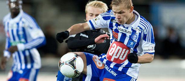HJK:n Joel Pohjanpalo taistelee pallosta. Palloliitto sai tänä vuonna veikkausvoittorahoista 1,9 miljoonaa, Jääkiekkoliitto 1,4 miljoonaa.