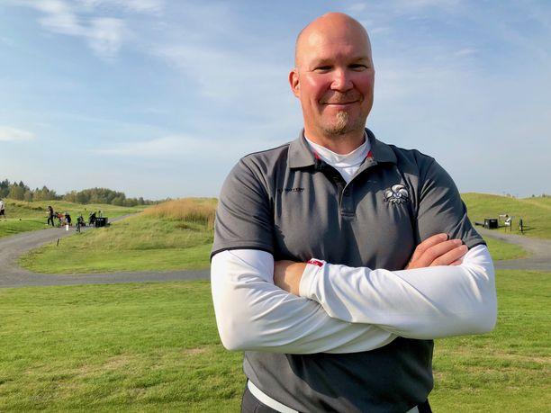 Mika Strömberg harrastaa golfia ja pelaa usein kotinsa lähellä Helsingin Vuosaaren kentällä.
