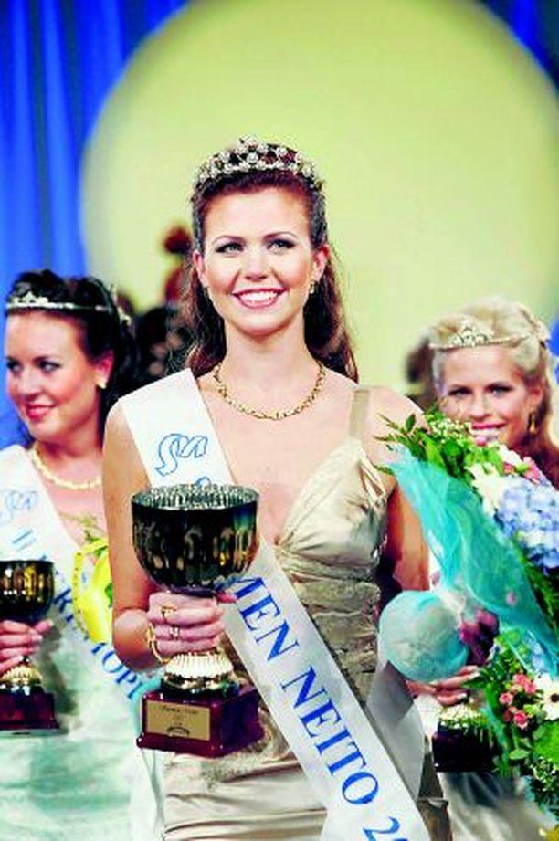 HETKEN HUUMAA Saana Anttila kelpasi voittajaksi, mutta ei enää kruunun luovuttajaksi.