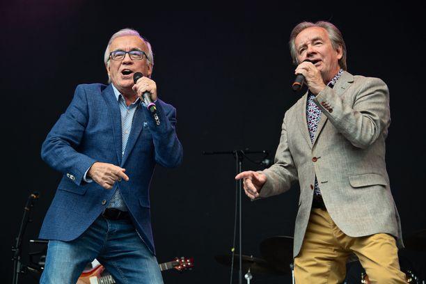Suomen iskelmäkentän legendaarisin kaksikko Matti ja Teppo ovat viihdyttäneet yleisöä 50 vuotta.