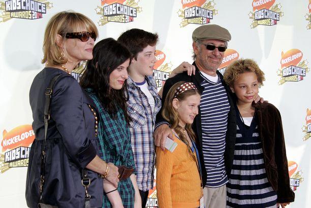 Steven Spielberg on tuonut kaikki lapsensa useisiin ensi-iltoihin.