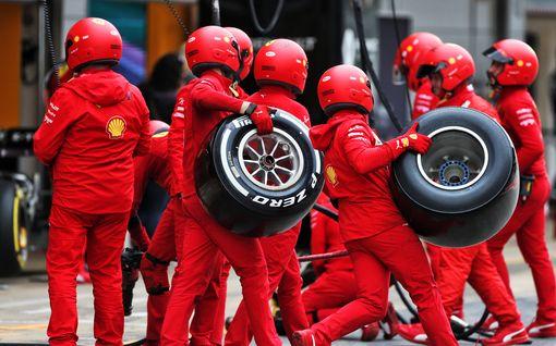 Yksinkertainen koronasääntö aiheuttaa F1-talleille harmia – Ferrari turvautuu jopa hengitysharjoituksiin