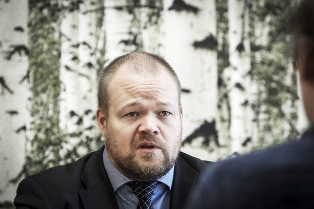 Iltalehden tietojen mukaan Janne Pesosen johtama kokoomuksen puoluetoimisto yritti salata puolueelle kiusallisen tapauksen.