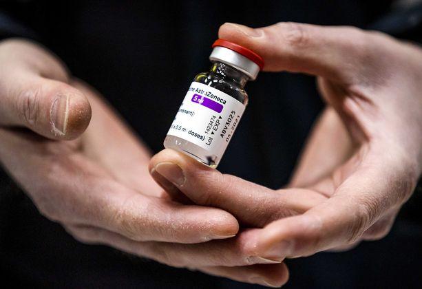 Hollanti ilmoitti maanantain vastaisena yönä, että Astra Zenecan rokotetta ei toistaiseksi anneta, kun sen yhteyttä veritulppatapauksiin selvitetään.